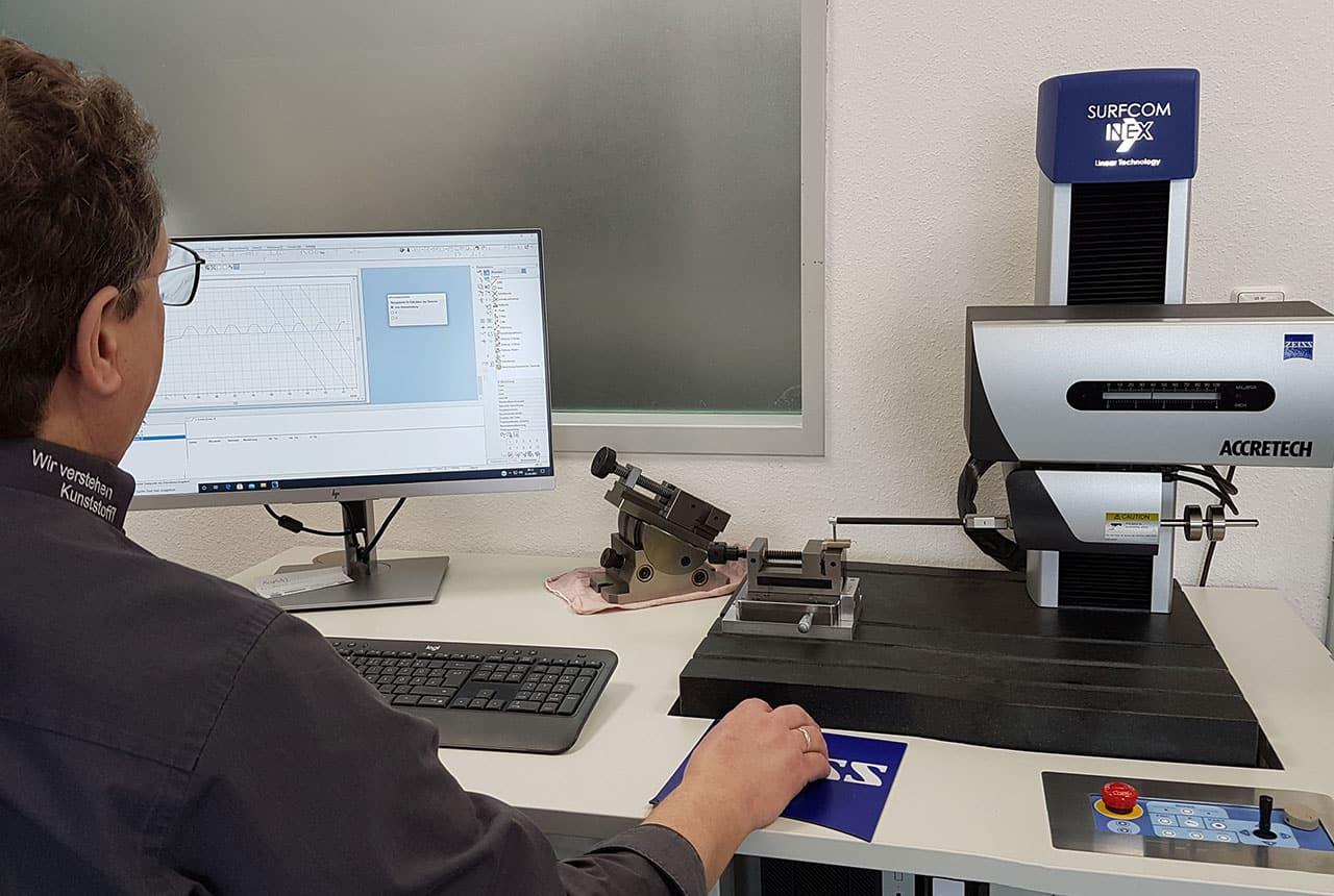 Erweiterung der Messtechnik um einen Konturograph und ein Oberflächenmessgerät